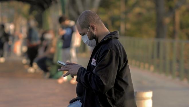 Новости  - С понедельника отменяется обязательное ношение масок на улице