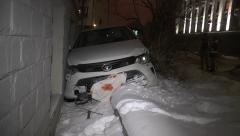 Новости  - В Казани в жилой дом врезался легковой автомобиль