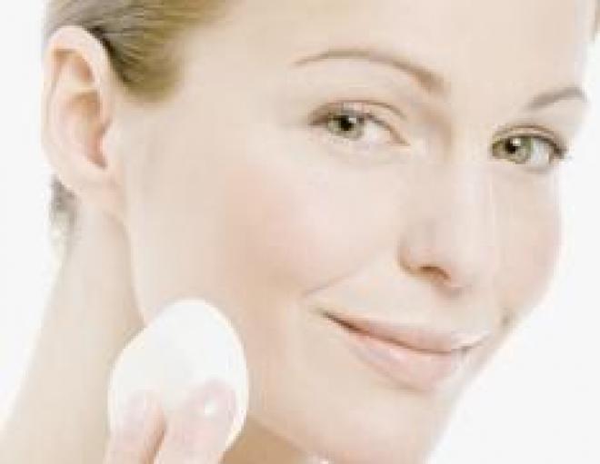 Косметика, подходящая для ухода за кожей лица и рук в холодный сезон года