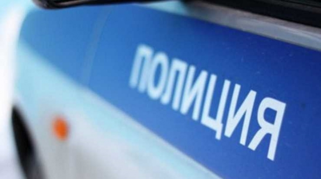 Нетрезвая компания парней и девушек разгромила несколько автомобилей в Казани