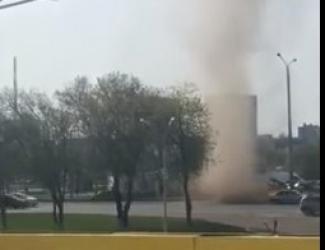 Жители Набережных Челнов сообщают о мини-смерче