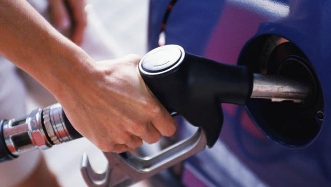Цена за литр бензина в России может достигнуть 100 рублей