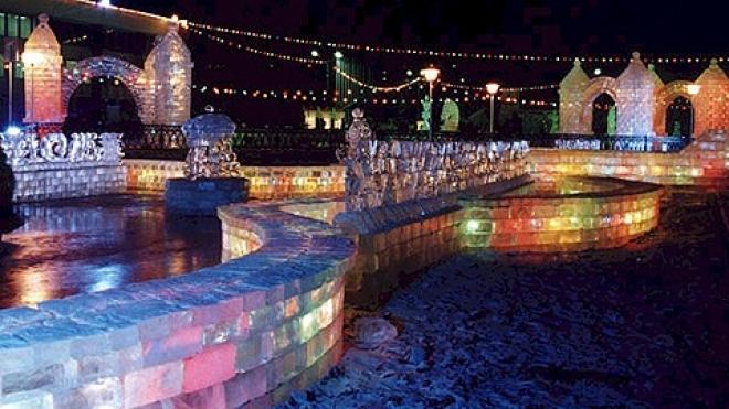 В Казани начал работу ледовый городок возле театра кукол «Экият»
