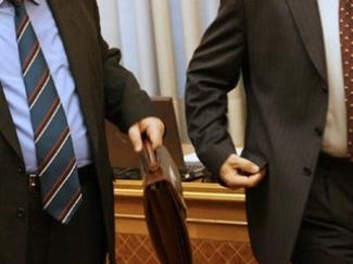 Главам местных администраций разрешат работать по контракту и после 70 лет