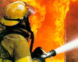 В Московском районе Казани горит склад стройматериалов