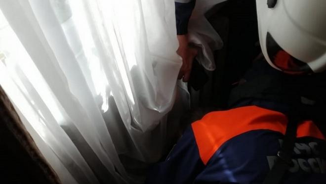 В Казани маленький ребёнок застрял в батарее