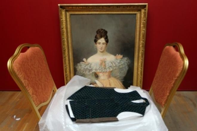 В Казань впервые привезли личные вещи Пушкина и его жены