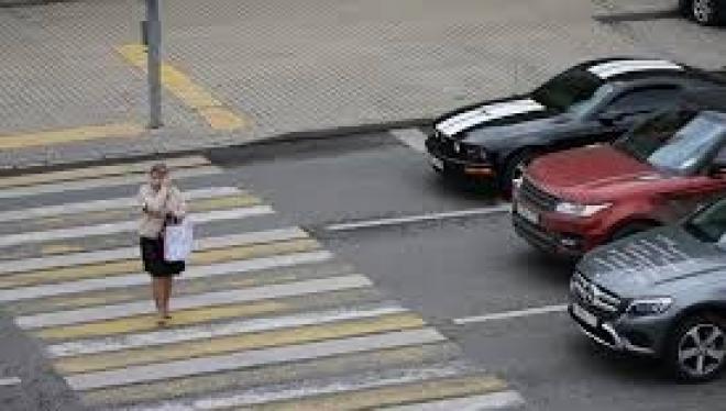 Госдума повысила штраф на тысячу за непропуск пешеходов на зебре