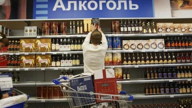 Алкоголь в России начнут так же как и сигареты маркировать неприятными фото