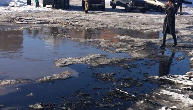 На улице Лебедева в Казани произошла утечка нефтепродуктов