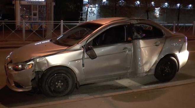 В Казани пьяный водитель протаранил опору городского освещения