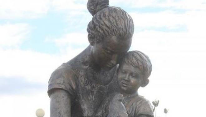 В селе Базарные Матаки установили памятник Матери