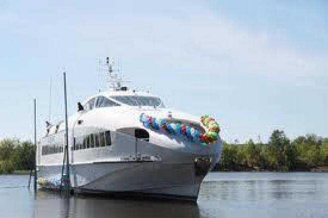 Новое пассажирское судно торжественно спущено на воду  (Татарстан)
